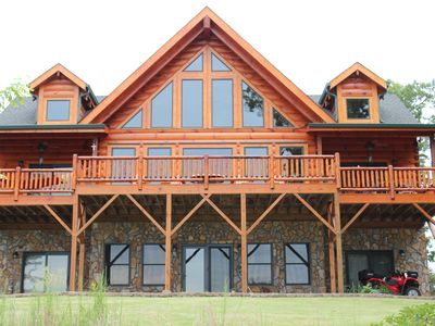 Amazing Log home with breath taking mountain views! Lots of great wineries close