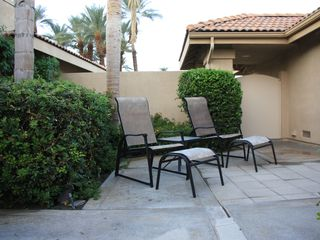 Palm Desert condo photo - Use the ottomans to create a lounge chair by leaning the seat back.