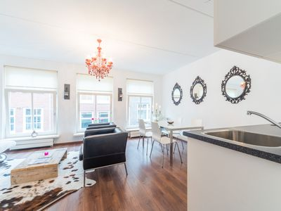 Comfortable apartment in the popular Jordaan area only 10 min. Walking to DAM square