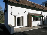 NO 1 LOW HALL COTTAGES, pet friendly in Scalby, Ref 6959