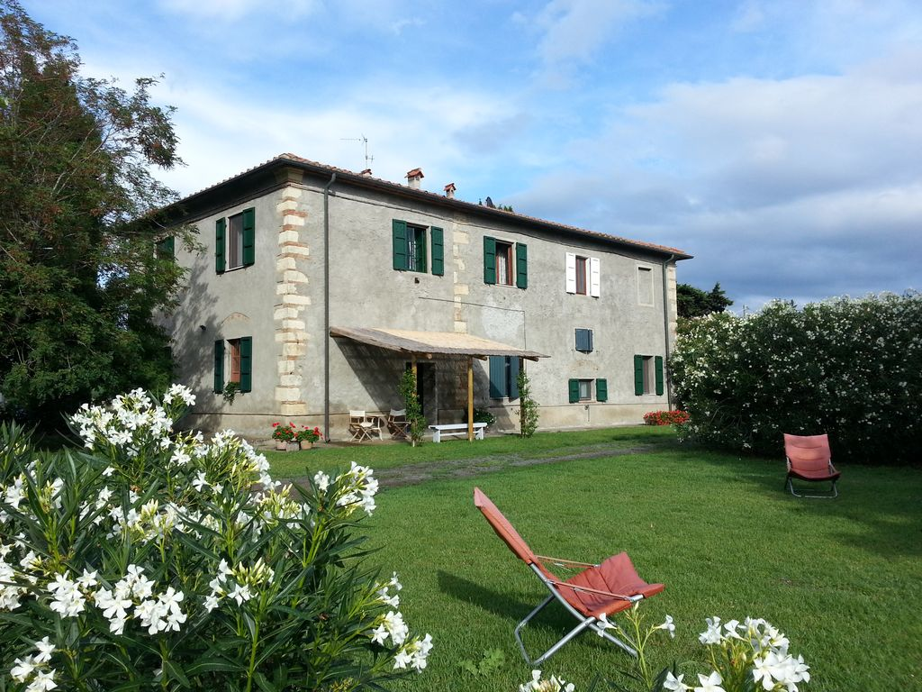 Country house with 4 apartments and large garden just 2 km from the sea - Toscane - appartement