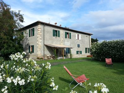 Country house with 4 apartments and large garden just 2 km from the sea