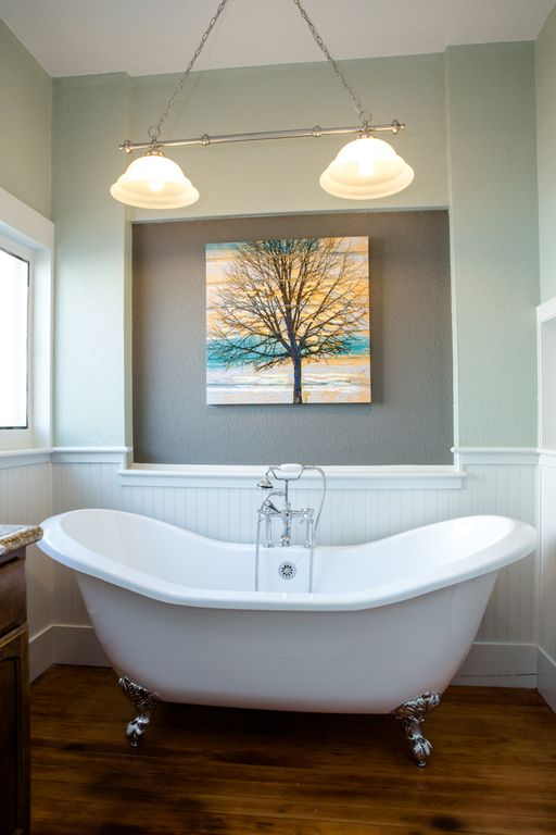 Soak in the double slipper claw-foot tub!