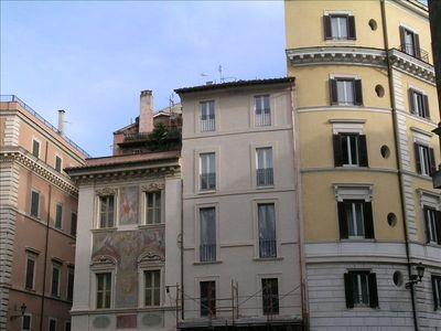 Lovely Apartment with Terrace Overlooking  Dome of Pantheon