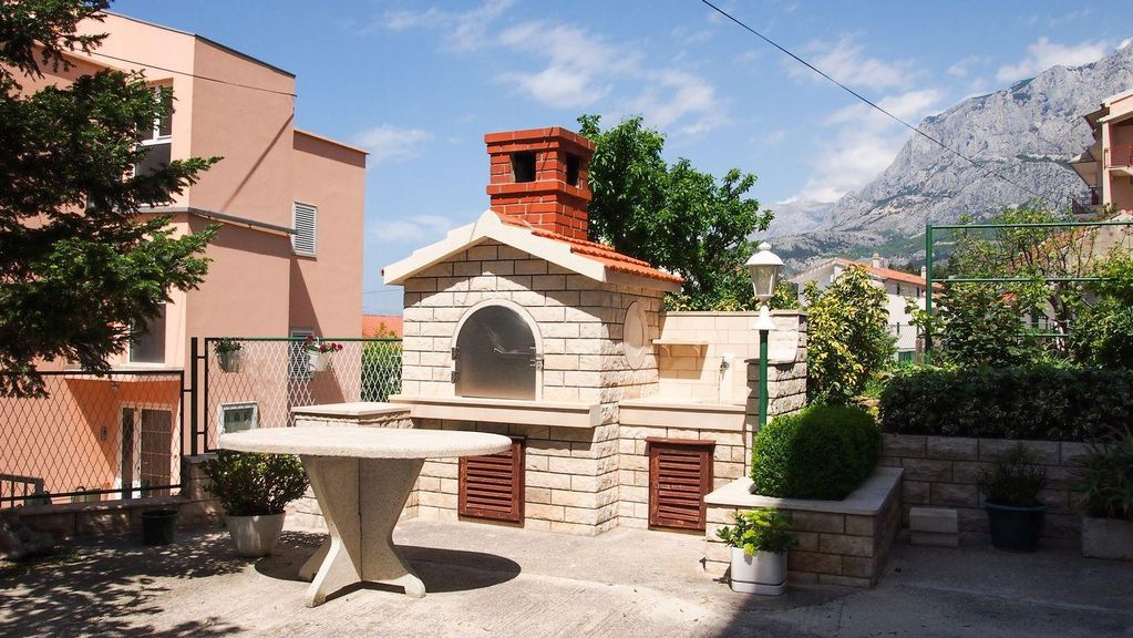 Air-conditioned apartment, close to the beach, Makarska
