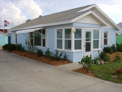 Quaint Casa Rosa 1 1/2 blocks from the Beach
