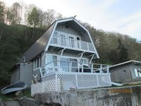 Mint Condition, 2 bedroom beachfront cottage with amazing views and sleeps 5