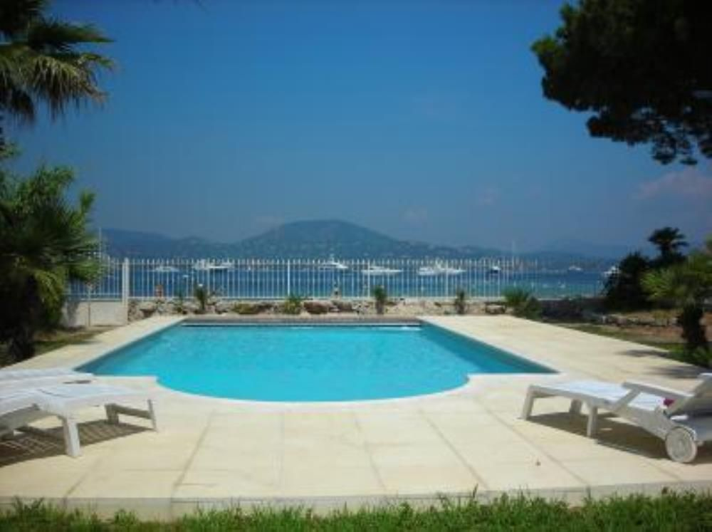 Air-conditioned accommodation, 450 square meters , Saint-tropez