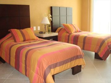 3rd Bedroom / With Twin Beds or King Bed / Your Choice