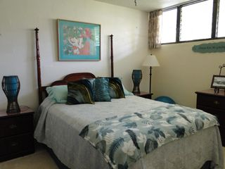 Haleiwa condo photo - queen bed in master bedroom