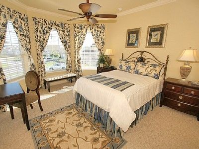 Ascot Suite - spacious Queen bedroom with en suite.