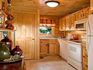 Pigeon Forge cabin photo - The Kitchen