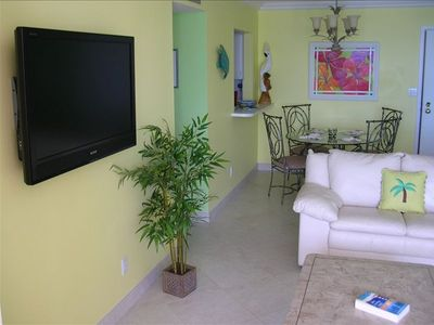 Plantation Key condo rental - Living room looking toward Dining Area