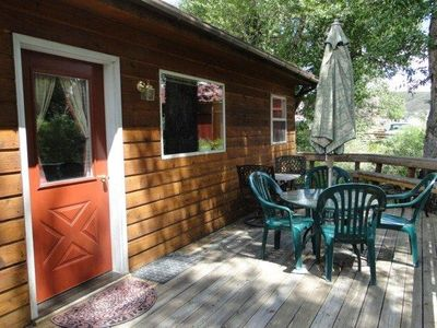 Adorable 1 br/1 ba Guest house with deck directly on House Creek!