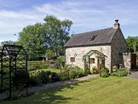 CHURCH BARN, romantic, with open fire in Fenny Bentley, Ref 4149