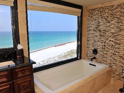 The perfect soaking tub with an unbelievable view!