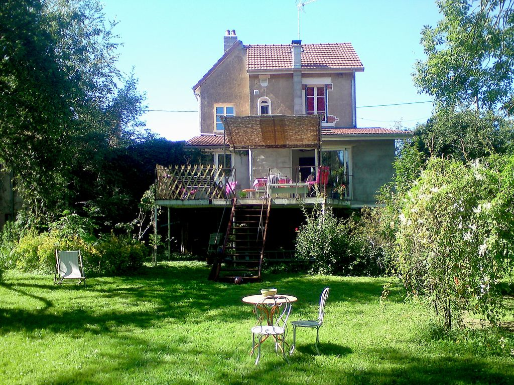 Charmant g te 2 pas de la sa ne entre tournus et chalon for Location maison chalon sur saone