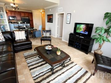 Davenport condo rental - Large comfortable living area 42 inch TV