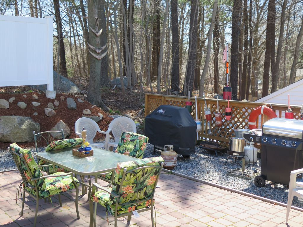 Enjoy Lobster Cookouts on the Deck, Private Setting Close to all Attractions