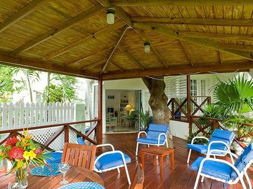 Garden Apt - new deck under a mango tree