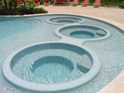 Jacuzzis in Pool