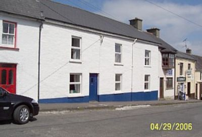 Large Cottage in Castletownshend, a seaside village near Skibbereen, with WiFi.