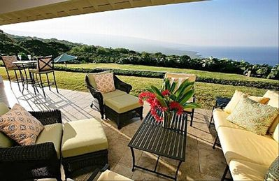 Relax on the lanai and enjoy the endless view of land and sea!