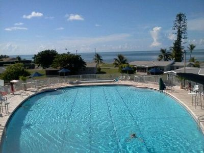 Community pool with a Ocean view just a few blocks away. Free of Charge to use.