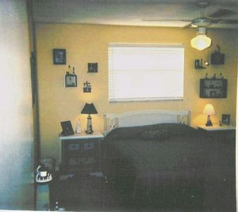Queen Bed and Bath upstairs