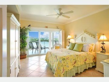 The MasterSuite: Queen bed, luxurious & spacious