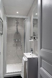 8th Arrondissement Champs Elysees apartment rental - Shower