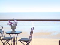 Stunning Luxury Sea-front Penthouse with Panoramic Ocean Views Close to Margate