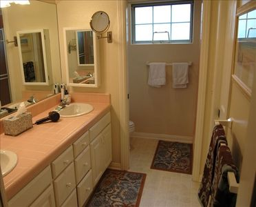 Master bath with 2 sinks, stall shower