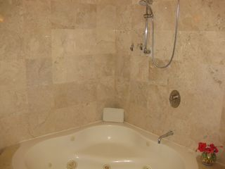 Playa del Carmen condo photo - Large tub and shower in the Master Bath