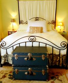 Los Alamos cottage rental - Extremely comfortable King size bed with luxurious bedding.