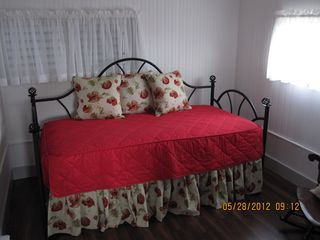 Munising cottage photo - Day bed with pull-out trundle. Perfect for 1 to 2 more guests!