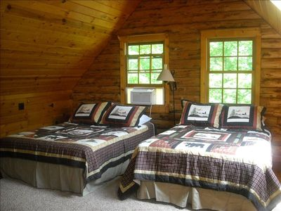 Beautiful Log Cabin Close to Raystown Lake