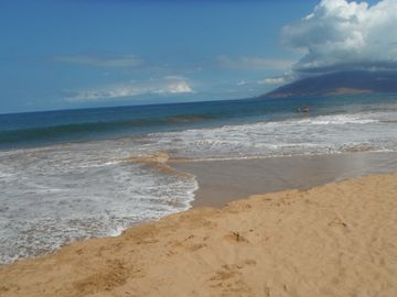 Kihei studio rental - Sink your toes into this warm golden sandy beach across from our private studio.