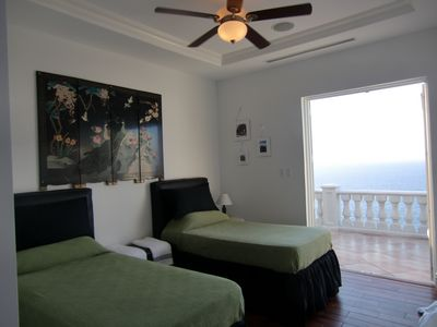 Bedroom 3 with Caribbean Sea view (Single-Beds arrangement)