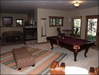 Erzincan house photo - Downstairs game room with pool table