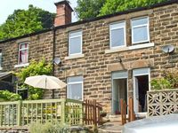 THE PAINTERS COTTAGE, pet friendly in Matlock Bath, Ref 26429