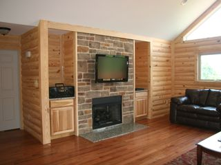 Luray cabin photo - Gas fireplace and 40 inch plasma