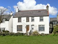 KEEPERS COTTAGE, family friendly, with a garden in Moelfre, Ref 5110