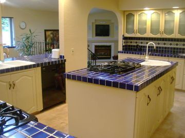 West Coast Villa Gourmet Kitchen, 2 ovens, 2 dishwashers, 2 gas cooktops, fridge