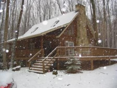 Large Log Home on 3 Wooded