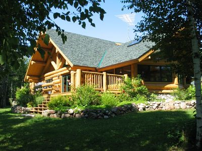 secluded luxury log home in wisconsin wilderness vrbo. Black Bedroom Furniture Sets. Home Design Ideas