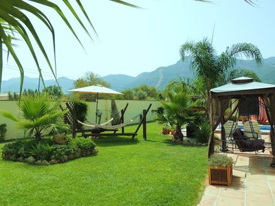 Tropical Paradise! Perfect well maintained Lawns with Tropical Plants & Pergola