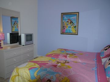 Twin Bedroom 4