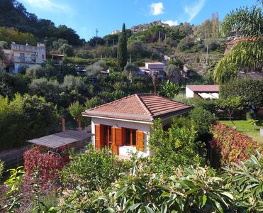 Strategically located House with Garden, a few steps from the beach, with Wifi