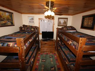 Lake Placid chalet photo - Bunk room with semi-private bath